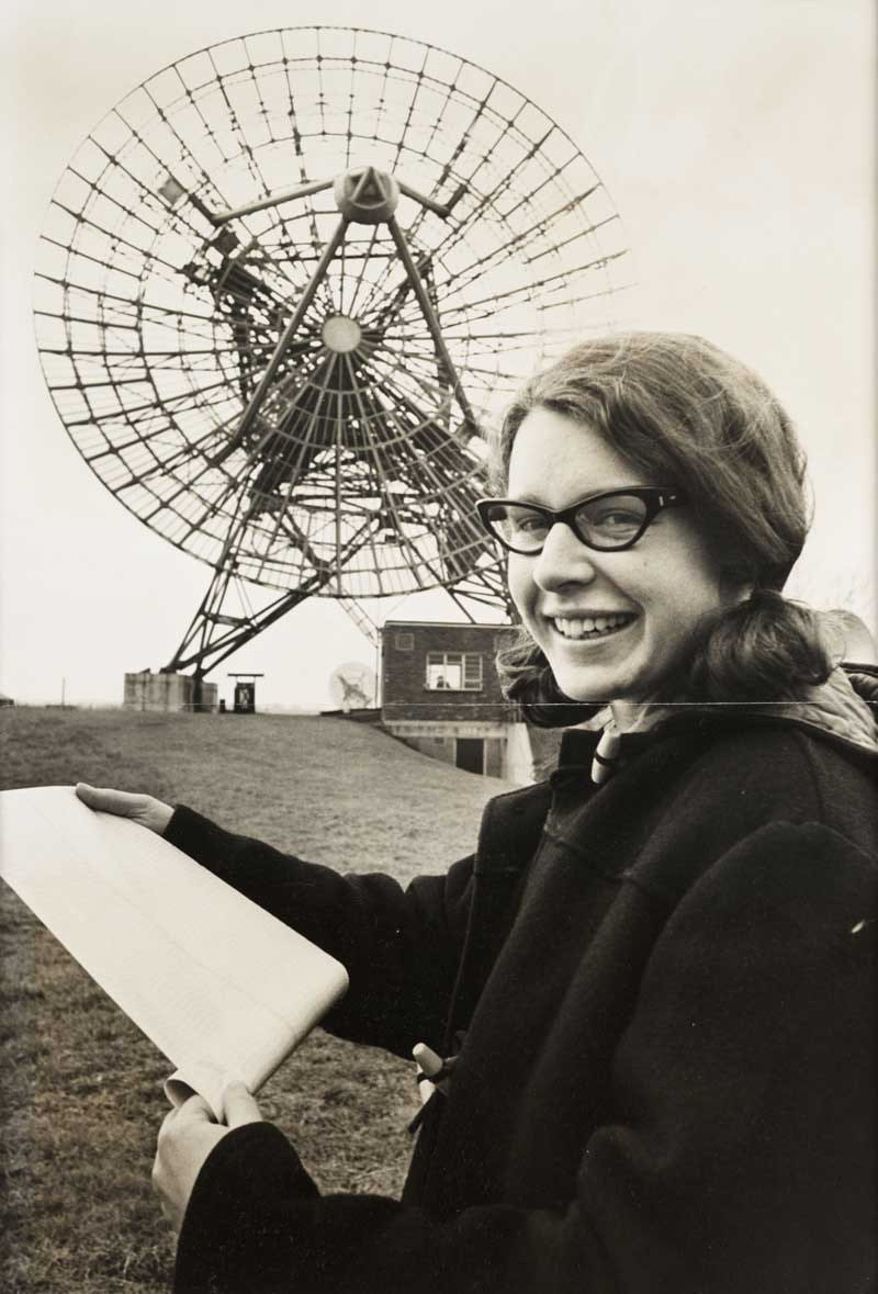 Jocelyn Bell outside the Mullard Radio Astronomy Observatory at the University of Cambridge in 1968. National Media Museum/ Science & Society Picture Library.