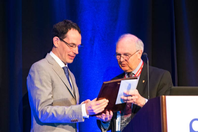 Neil Turok receives the 2016 Tate Medal from AIP CEO, Robert G.W. Brown.