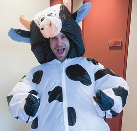 SPS and Sigma Pi Sigma director Brad Conrad sporting the spherical cow costume. Photo courtesy of Susan White.